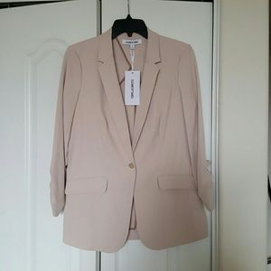 Gorgeous Elizabeth and James Boyfriend Blazer NWT